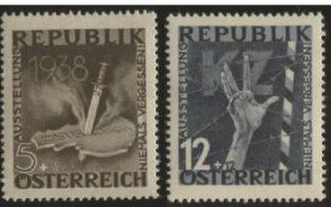 """Genehmigte Ersatzentwürfe für die Briefmarkenserie """"Niemals vergessen"""": """"Dolch durchbohrt Österreich"""" und """"Hand hinter Stacheldraht"""""""