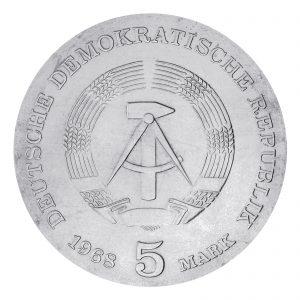 Wertseite der Münze DDR 5 Mark 1968 125. Geburtstag von Robert Koch, Neusilber (CuZnNi), 12,2g, Ø 29mm, Prägestätte A (Berlin), Auflage: 100.226, Jaeger-Nr. 1522