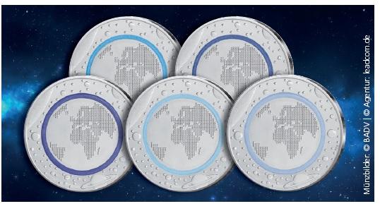Die erste deutsche 5 Euro-Münze 2016 Planet Erde im Überblick, je Prägestätte hat der Polymerring eine anderen Blauton