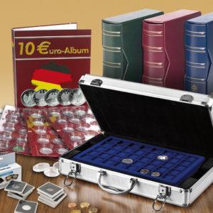 Die vom Fachhandel angebotenen Systeme sind vielfältig und reichen von Klassikern wie Münzrähmchen über runde oder eckige Kapseln, Sammelalben, Münzkassetten, Münzboxen etc.